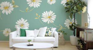 Kwieciste wzory i motywy liści oraz delikatna, odświeżająca kolorystyka. Tapety inspirowane budzącą się do życia przyrodą to najlepszy sposób, by powitać wiosnę.