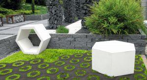 Hexo Eco intryguje designerskim, sześciokątnym kształtem, nawiązującym do wyglądu plastra miodu. Geometryczny format doskonale wpisuje się w obowiązujące trendy aranżacyjne, w których istotną rolę odgrywają minimalizm i odniesienia do świat