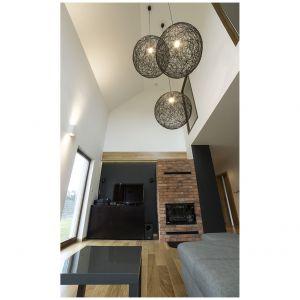 Otwarta przestrzeń dzienna w strefie salonu rozciąga się na dwie kondygnacje.Projekt i zdjęcia: Katarzyna Benko / Och-Ach_Concept