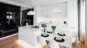 Kluczowym elementem każdej kuchni są fronty, czyli drzwiczki szafek kuchennej zabudowy. Rodzaj frontów ma tutaj ogromne znaczenie – bezpośrednio wpływają one na finalny efekt kuchni, dlatego warto zastanowić się czy wolimy połysk, czy mat.