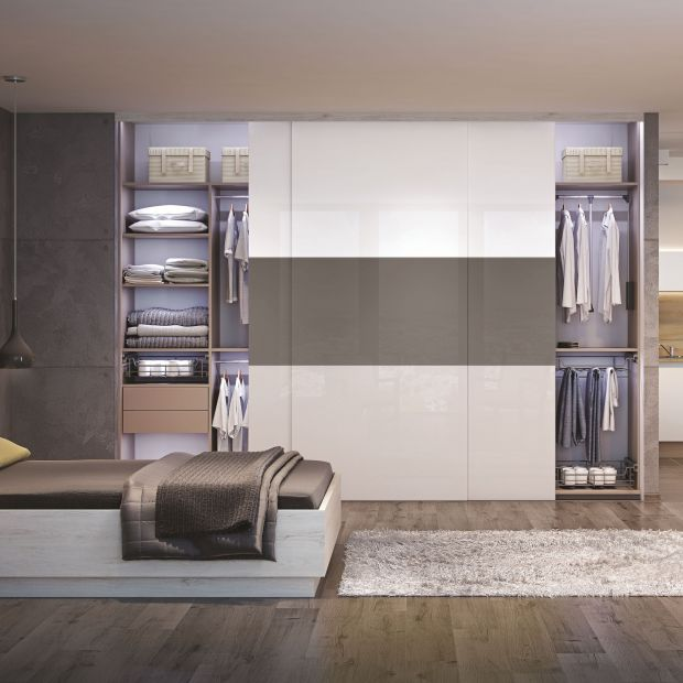 Mała sypialnia - pomysł na wygodną szafę