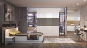 Bardzo często mały metraż mieszkania nie pozwala na wydzielenie odrębnej przestrzeni na garderobę, dlatego jej miejsce znajduje się w sypialni.