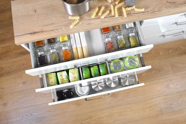 Meble w kuchni : 3 sposoby na ład w szufladzie