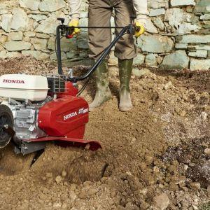 Przygotowanie ogrodu do wiosennych upraw. Glebogryzarka Honda FG320. Fot. Honda