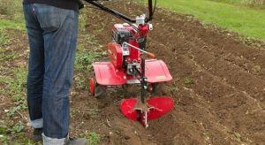 Każdy nowy sezon ogrodniczy zaczyna się od przygotowania gleby pod planowane uprawy kwiatów, warzyw i pod nowy trawnik.