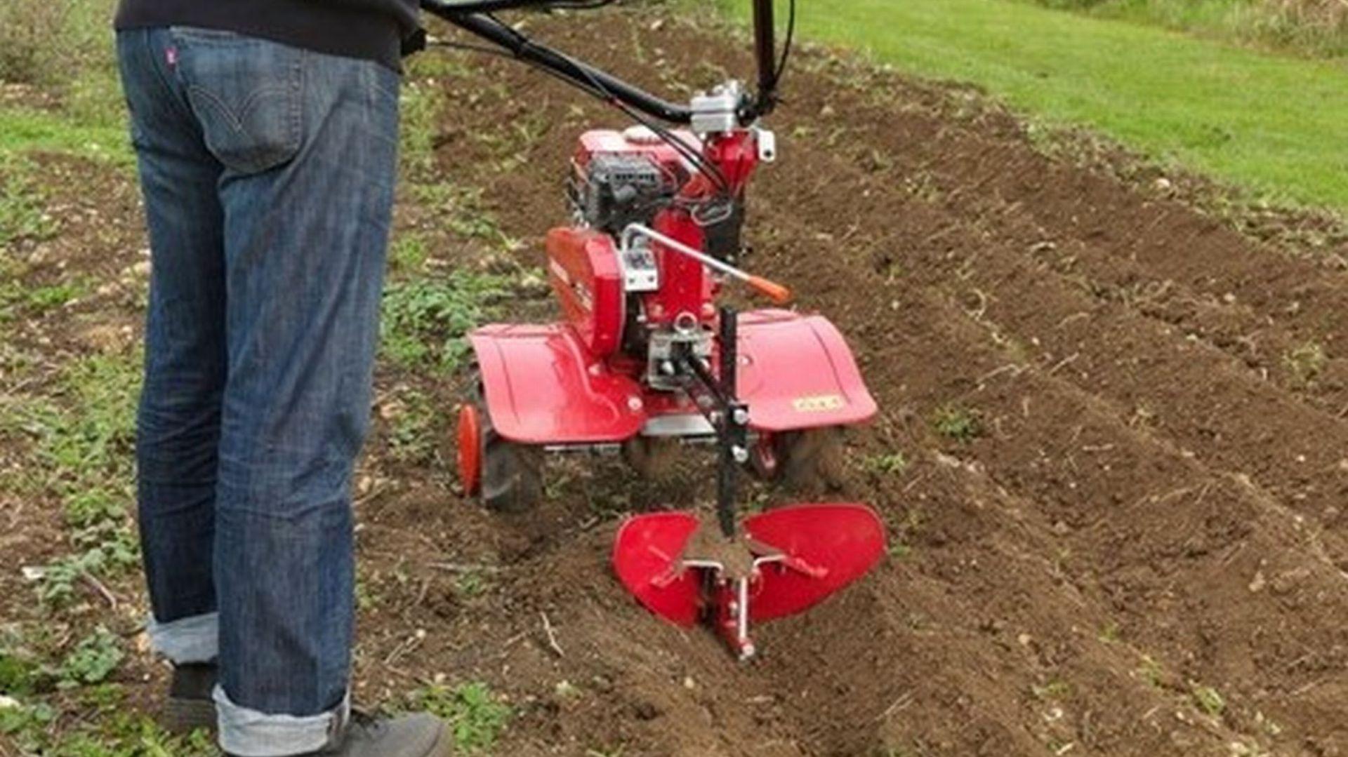 Przygotowanie ogrodu do wiosennych upraw - glebogryzarka Honda FJ500DER. Fot. Honda
