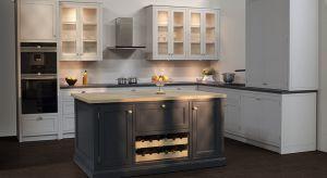 Zaletą mebli kuchennych wykonanych na indywidualne zamówienie jest możliwość dopasowania szafek i szuflad do indywidualnych potrzeb.