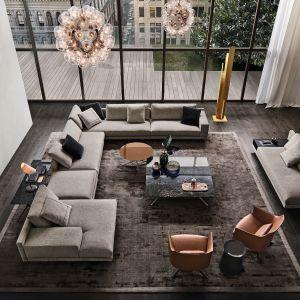 Sofa Bristol (proj. Jean-Marie Massaud) dostępna w wielu konfiguracjach. Fot. Poliform