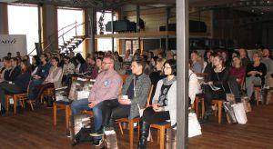 Ponad 80 architektów i projektantów zgromadziło Studio Dobrych Rozwiązań w Olsztynie. 14 marca w Hotelu Przystań mieli oni okazję podyskutować o najnowszych trendach w projektowaniu wnętrz, a także zapoznać się z nowościami w ofercie partner�