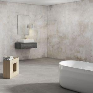 Płytki ceramiczne do łazienki: trendy na 2018 rok. Kolekcja Slabs Tatoo White. Fot. Apavisa