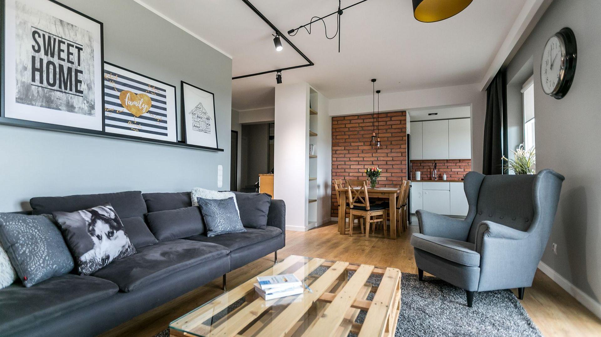 Otwarta przestrzeń dzienna - salon z aneksem kuchennym. Projekt: Urszula Chojnowska. Zdjęcia: Elżbieta Toczyłowska (Kreacje Domowe)