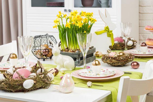 Rodzinne śniadanie wielkanocne to chwila, na którą każdego roku czeka wielu z nas. Podpowiadamy, jak niewielkim kosztem sprawić, aby nasze świąteczne stoły zachwycały kolorami i dodatkami dobranymi specjalnie na tę okazję.