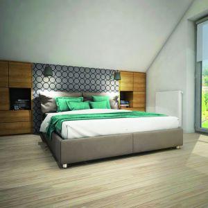 Duże okna w małżeńskiej sypialni zapewnią wnętrzu optymalne doświetlenie. Dom w Zdrojówkach. Fot. Archon +