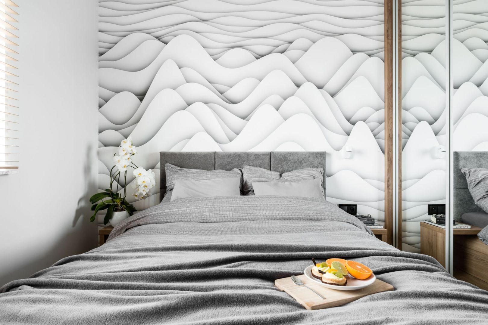 W sypialni uwagę zwraca grafika ścienna z efektem 3D.Projekt: Estera i Robert Sosnowscy / Studio Projekt. Zdjęcia: Fotomohito