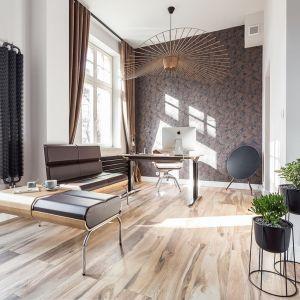 Dzięki inwencji projektantek i zaufaniu inwestora powstał lokal uszyty na miarę. Projekt: Kasia Orwat Design. Zdjęcia: Weronika Trojanowska Photografer