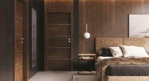 Naturalne drewno pięknie dopełnia domowe wnętrza, nadając im szlachetność i nieprzemijającą elegancję. Ściany ubrane w drewno od podłogi aż po sufit to odważny, a jednocześnie niezwykle efektowny wnętrzarski trick.