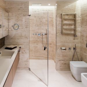 Nowoczesna łazienka z prysznicem. Projekt: Anna Fodemska. Fot. Bartosz Jarosz