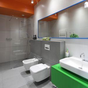 Nowoczesna łazienka z prysznicem. Projekt: Konrad Grodziński. Fot. Bartosz Jarosz