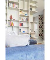 Dzięki wielu indywidualnie projektowanym rozwiązaniom meblowo-stolarskim, w których piękno postawiono na równi z funkcjonalnością, mieszkanie na Bemowie jest naprawdę wyjątkowe. Projekt i zdjęcia: Dominika Wojciechowska / NIDUS interiors