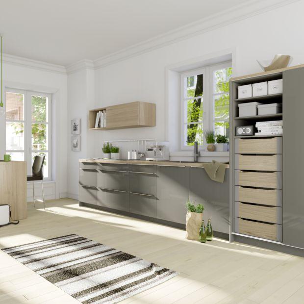 Zabudowa kuchenna na całą ścianę - modne i praktyczne rozwiązanie