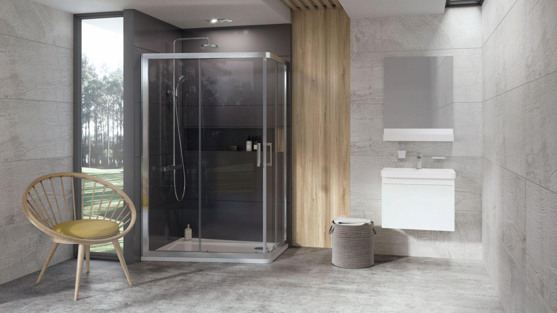 Nowa kabina prysznicowa ze znanego konceptu łazienkowego 10◦ jest zbudowana na prostokątnej powierzchni brodzika. Fot. Ravak