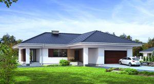 Piękny dom parterowy, który będzie idealnym rozwiązaniem dla rodziny z dziećmi, bądź osób starszych. Brak skosów znacznie ułatwia aranżację wnętrz, a duże przeszklenia otwierają dom na ogród.
