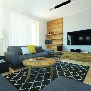W salonie dominują jasne barwy i naturalne drewno. Dom: Ambrozja 3. Projekt: arch. Tomasz Sobieszuk, Domy w Stylu