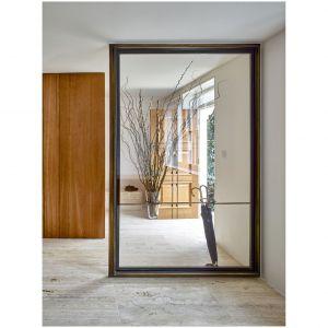 Głęboki, czerwono-brązowy odcień drewna wiśni amerykańskiej może wnieść do projektu ciepło i wyrafinowanie. Projekt i zdjęcia: Amin Taha Architects