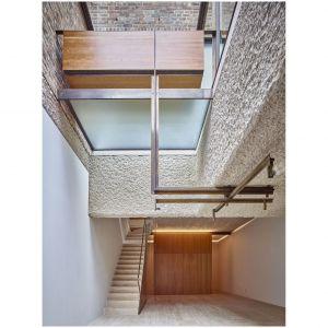 Wnętrza zabytkowego domu w Londynie przeszły całkowitą metamorfozę. Projekt i zdjęcia: Amin Taha Architects