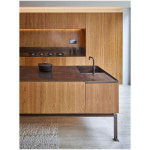 Wiśnia amerykańska to doskonały materiał  wykończeniowy. Tworzone z niego powierzchnie sprawiają wrażenie luksusowych. Projekt i zdjęcia: Amin Taha Architects