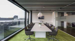 Coraz więcej firm w procesie aranżacji przestrzeni biurowej zwraca uwagę na wykorzystanie materiałów, które nie tylko gwarantują wysoki komfort pracy, ale też są przyjazne środowisku. Przykładem może być spółka Brand Masters, holenderski pr