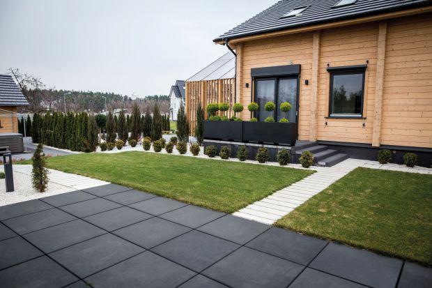 Zabiegany właścicielzwykle nie ma czasu, by odpowiednio zaaranżować ogród i regularnie o niego dbać. Ekspert podpowiada jakie rozwiązania zdadzą egzamin wtakich w sytuacjach.