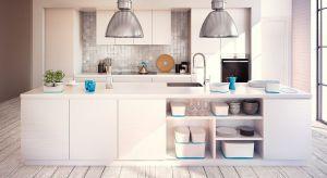 Pojemniki plastikowe to wypróbowany sposób na zapanowanie nad rozgardiaszem w każdej części mieszkania.