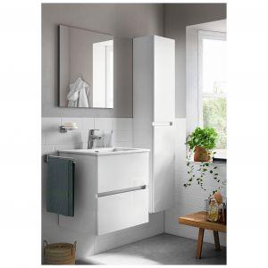 Zestaw łazienkowy CUBE z szafką z dwiema szufladami i dedykowaną umywalką oraz kolumną (wys. 150 cm) o prostej, nowoczesnej formie. Cena: 1.008,60 zł/ szafka z umywalką, szer. 55 cm. Fot. Roca