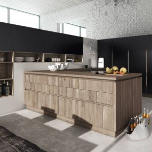 Meble kuchenne dostępne w ofercie firmy Alno. Czarne matowe fronty doskonale łączą się z drewnianymi wykończeniami. Fot. Alno