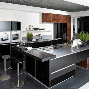 Meble kuchenne dostępne w ofercie firmy Alno. Lakierowane fronty nadają wnętrzu eleganckiego charakteru. Fot. Alno