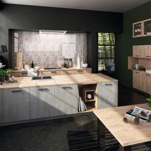 Kuchnia otwarta na salon. Na zdjęciu: meble kuchenne dostępne w ofercie firmy Brigitte. Fot. Brigitte
