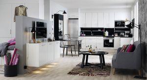 Wygląda nowocześnie i daje poczucie przestrzeni. Pozwala też na rodzinną integrację. Kuchnia otwarta to nie tylko luksusowy charakter aranżacji, ale często też ratunek dla małych mieszkań.