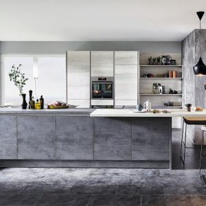 Kuchnia otwarta na salon. Na zdjęciu: meble kuchenne dostępne w ofercie firmy Verle Kuchene. Fot. Verle Kuchen