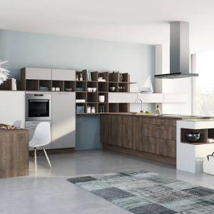 Kuchnia otwarta na salon. Na zdjęciu: meble kuchenne dostępne w ofercie firmy Wellamnn. Fot. Wellamnn