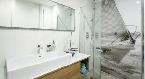 Jak urządzić modną łazienkę z prysznicem? Zobaczcie pomysły architektów.