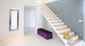 Pomysłów na schody jest wiele. Mogą być dyskretnie ukryte w klatce schodowej, możemy jednak uczynić z nich wyjątkową ozdobę salonu. Zobaczcie piękne pomysły z polskich domów.