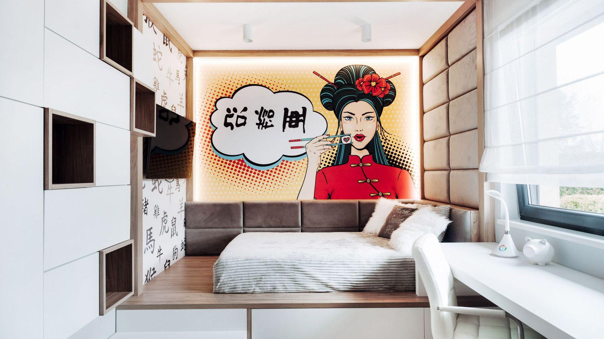 Właścicielka pokoju, 13-letnia uczennica interesuje się Japonią. W wolnych chwilach uwielbia czytać japońskie komiksy. Projektantka zaaranżowała wnętrze tak, by było zgodne z pasją młodej właścicielki i jak najlepiej odpowiadało potrzebom nastolatki. Projekt: Eliza Polakiewicz (EP Studio). Zdjęcia: Marcin Mentel.