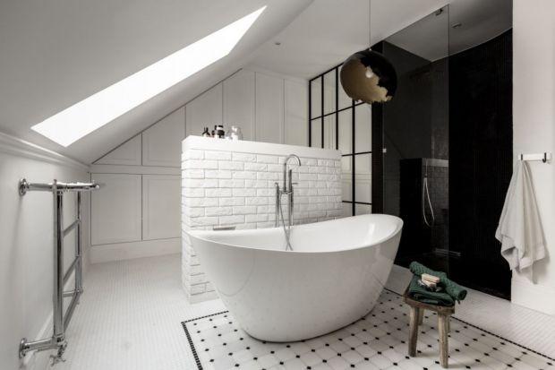 """Niegdyś wolno stojące wanny kojarzyły nam się przede wszystkim z luksusowymi salonami kąpielowymi z ekranu telewizyjnego. Dziś coraz chętniej i częściej """"zapraszamy"""" je do swoich łazienek."""