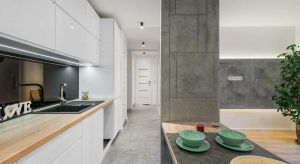 Betonowe posadzki dekoracyjne to rozwiązanie chętnie stosowane przez architektów i inwestorów. Tego typu podłogi postrzegane są jako funkcjonalne i designerskie. Sprawdź, które rozwiązanie będzie najlepiej pasowało do Twojego domu lub mieszkani