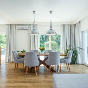 Między kuchnią a salonem znajduje się jadalnia. Fot. Studio Kuchenne A&K