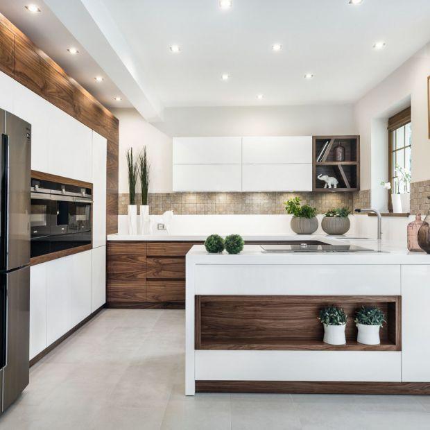 Drewno w kuchni. 20 inspirujących zdjęć