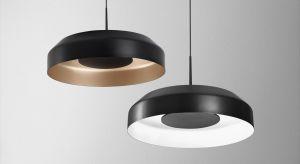 Nowoczesne oświetlenie w postaci minimalistycznie zaprojektowanych opraw czy wiszących reflektorów możemy wykorzystać w wielu współczesnych wnętrzach.
