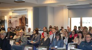 Spotkanie w ramach Studia Dobrych Rozwiązań w Bielsku-Białejzgromadziło 50 architektów i projektantów. Mogli oni zobaczyć najnowsze propozycje w zakresie płytek wielkoformatowych, ceramiki łazienkowej, oświetlenia, a także podłóg drewnianyc