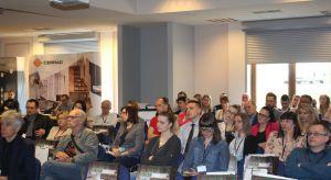 W pierwszym spotkaniu Studia Dobrych Rozwiązań zorganizowanym w Bielsko-Białej wzięło udział 50 architektów i projektantów. Partnerem głównym spotkania była firma Cerrad. Oprócz niej swoją ofertę prezentowały także marki Aurora Technika Ś